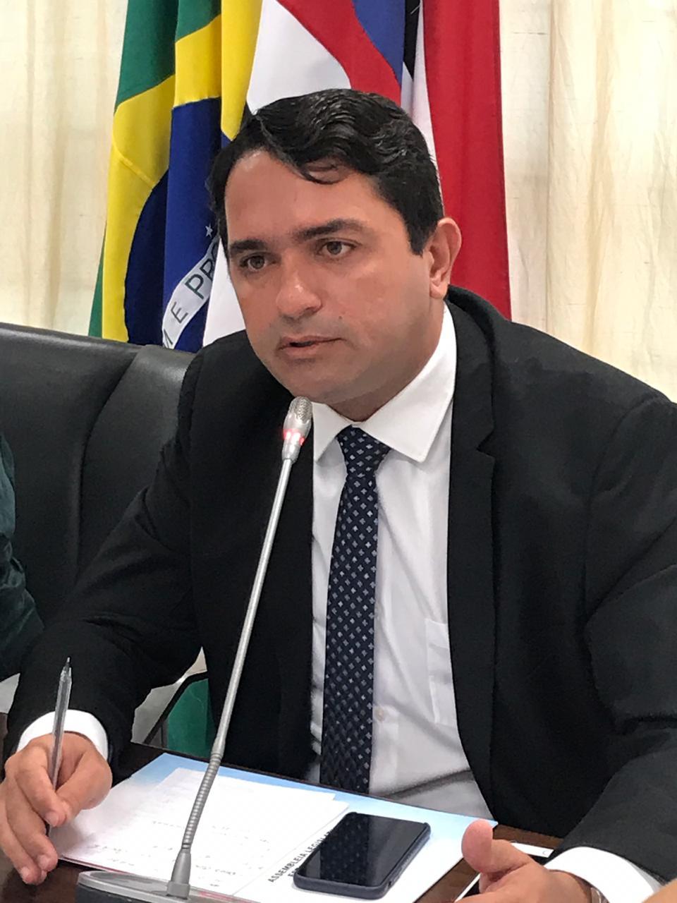 Júnior Lourenço destacou a defesa dos direitos dos professores, trabalhadores rurais, beneficiários do BPC, além dos direitos às pensões por morte