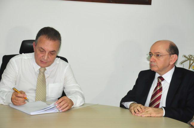 Ex-prefeito e prefeito podem ver seus nomes no Ministério Público e na Justiça por crise iniciada na Comunicação